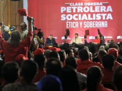 Maduro meets oil workers to try to iron out proposals aimed at raising production